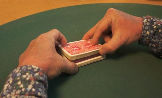 Table riffle shuffle 02