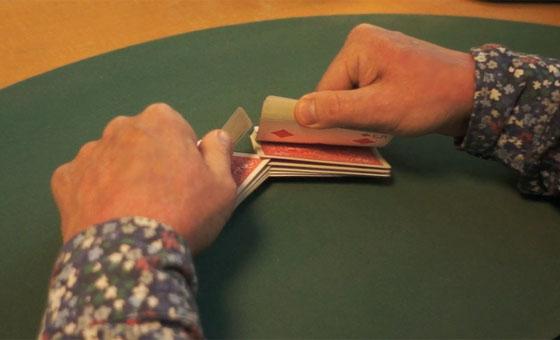 Table riffle shuffle 04_1